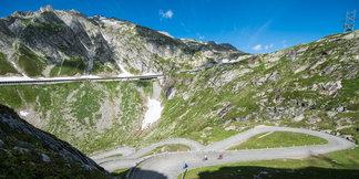 Mit seinen Passstraßen ist Andermatt ein Rennradparadies - ©Ferienregion Andermatt