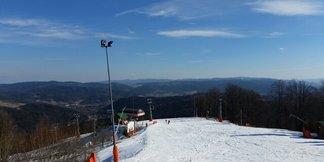 Krynica - Jaworzyna Krynicka - Bardzo dobre warunki,śnieg lekko zmrożony,po 13tej robią się muldy,a śnieg od połowy trasy mokry. - ©Maziar