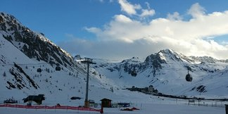 Tignes - Its definitely spring! Pistes in great condition. Even got some fresh powder on the glacier. Ok only 2cm but fresh tracks! - ©efdc.rgardiner