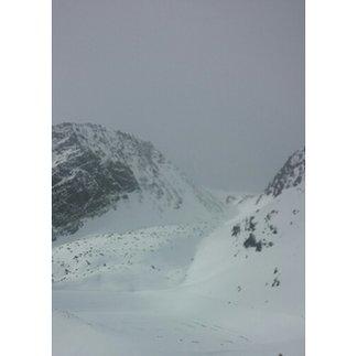 Sölden - dziś mgła i opad mokrego sniegu w postaci zbigych kropel... jezdzi sie mieciutko, niestety nic nie widac, na lodowcu duza mgla, mozliwosc jazdy w dolnych partiach - ©confexim