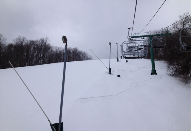 Packed powder, excellent, no people.