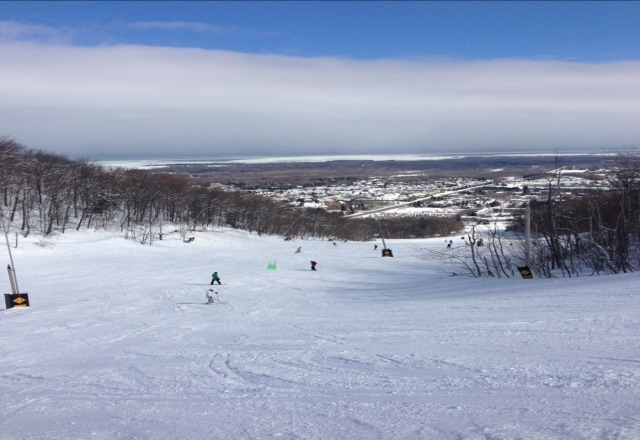 Great conditions today. Suny no wind and new snow feom last night. Not too many people.