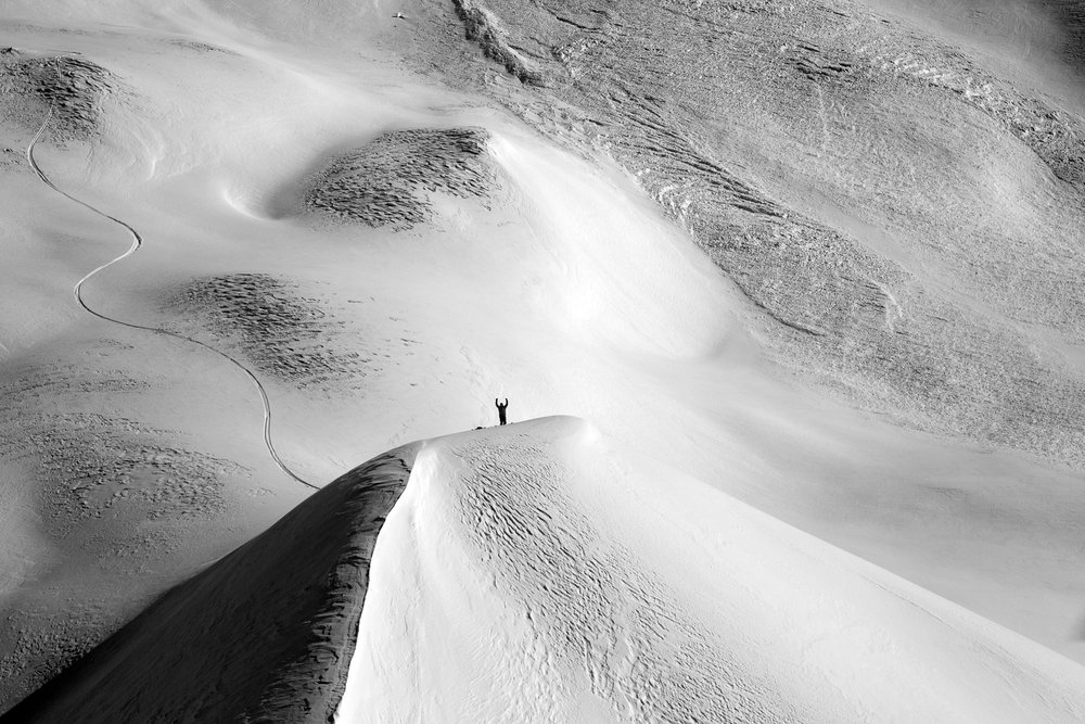 Tom Wayes ready for a pickup ofter completing the first descent of Keegan Peak. Keegan is an impressive slope with over 6000 feet of relief straight into the ocean. Photo by Will Wissman