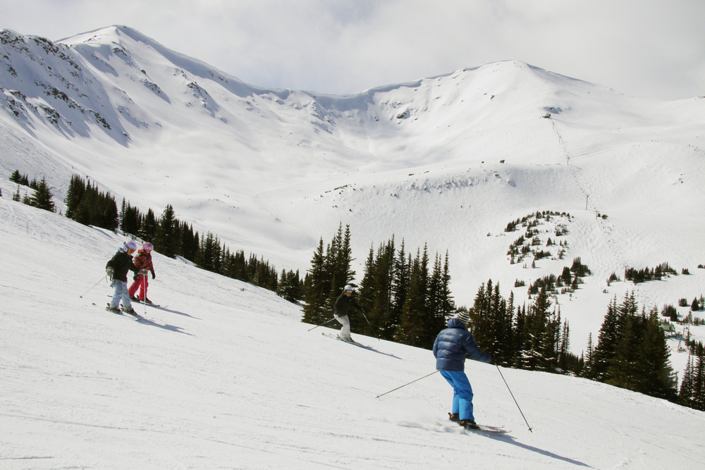 Family skiing at Marmot Basin. Photo courtesy of Marmot Basin.