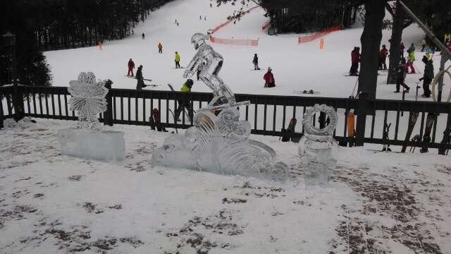 Truly nice day yesterday. slopes were packed powder with a few icy spots. not too much though. Really fast snow too... Pic is the ice sculptures on the deck behind the main lodge by the ski/board rental