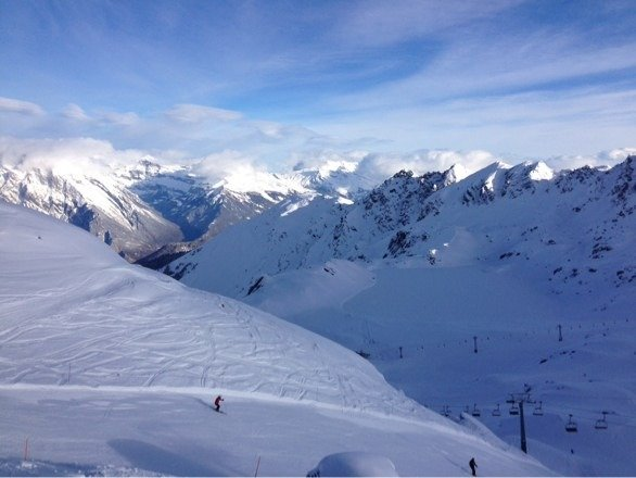 Skied 4 days so far, 3 of them blues skies like this one today! Awsome, fully open!