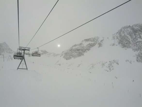 great conditions yesterday, 1m of fresh pow and still snowing!