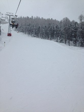 Snowed constant for 24hours...Fresh pow ankle deep on piste and knee deep off. Unbelievable skiing!
