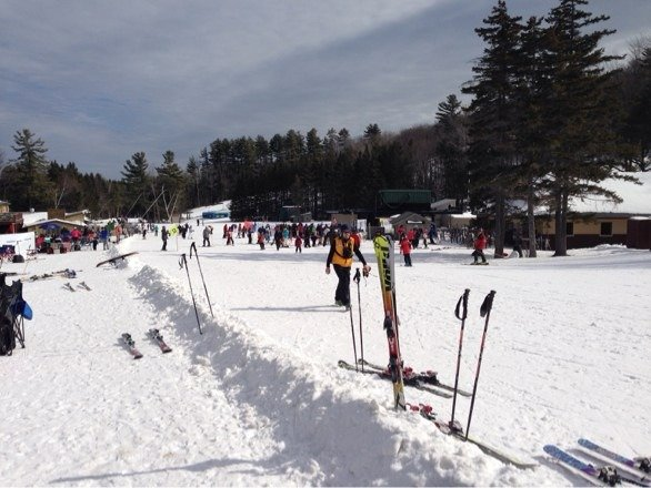 Longer lines yesterday, descent snow turned into butter in the afternoon - Spring skiing is here!