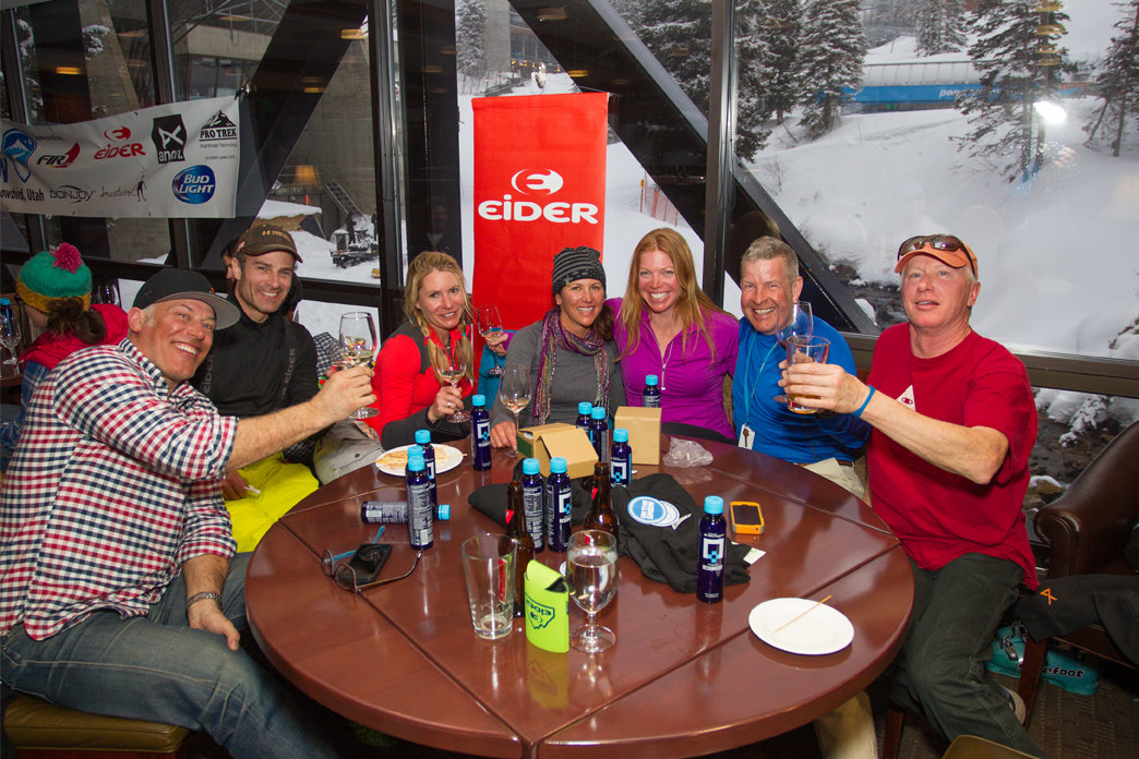 Cheers to our awesome ski testers at the well-deserved après party.