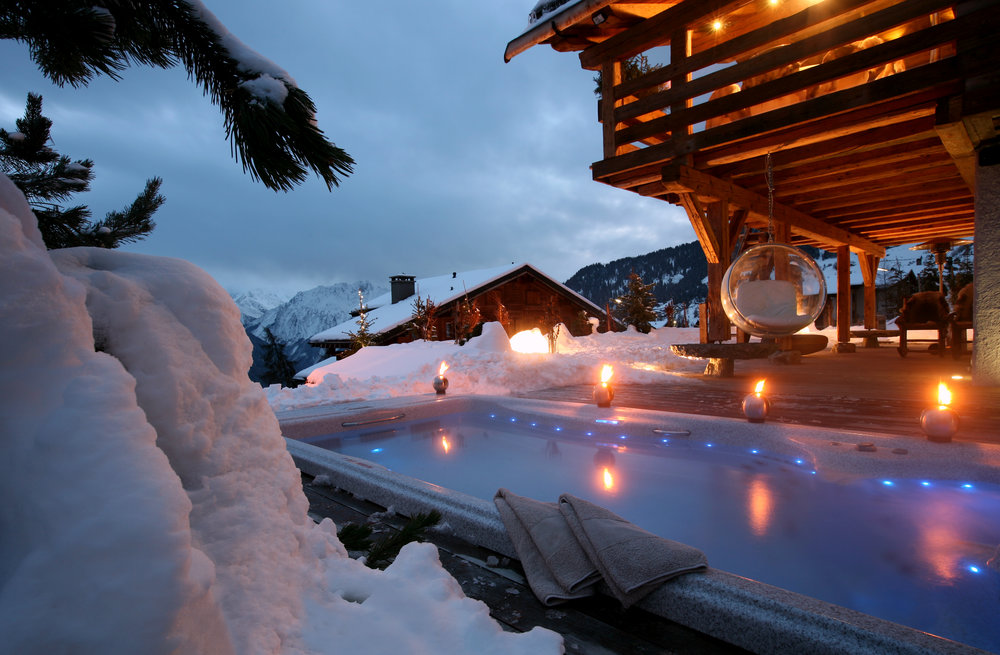 Outside hot tub at Chalet Spa in Verbier