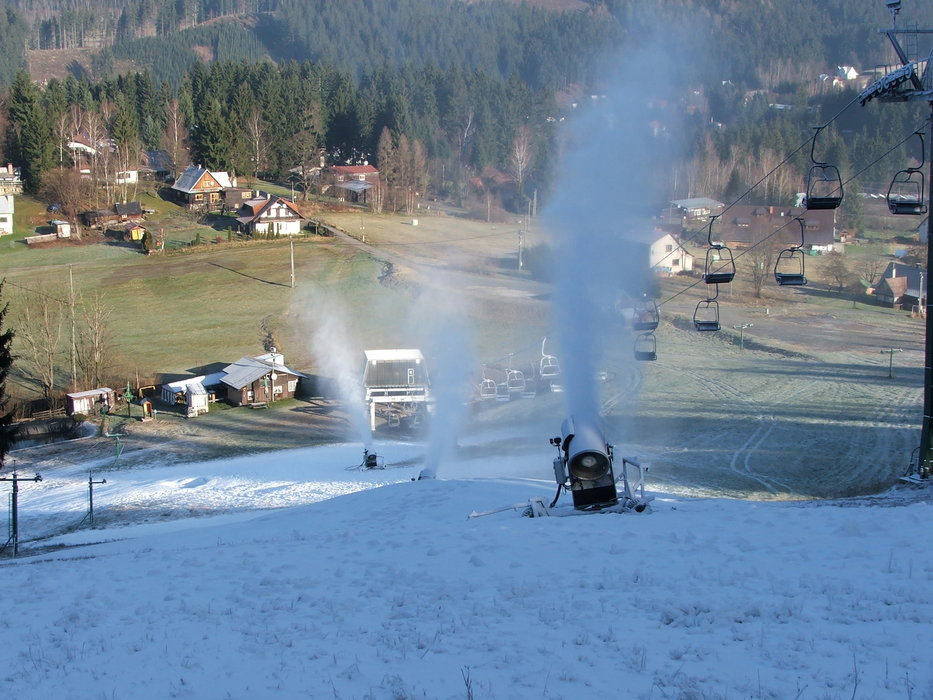 Snow making at Raliska, CZ (Dec 10, 2014) - ©Rališka