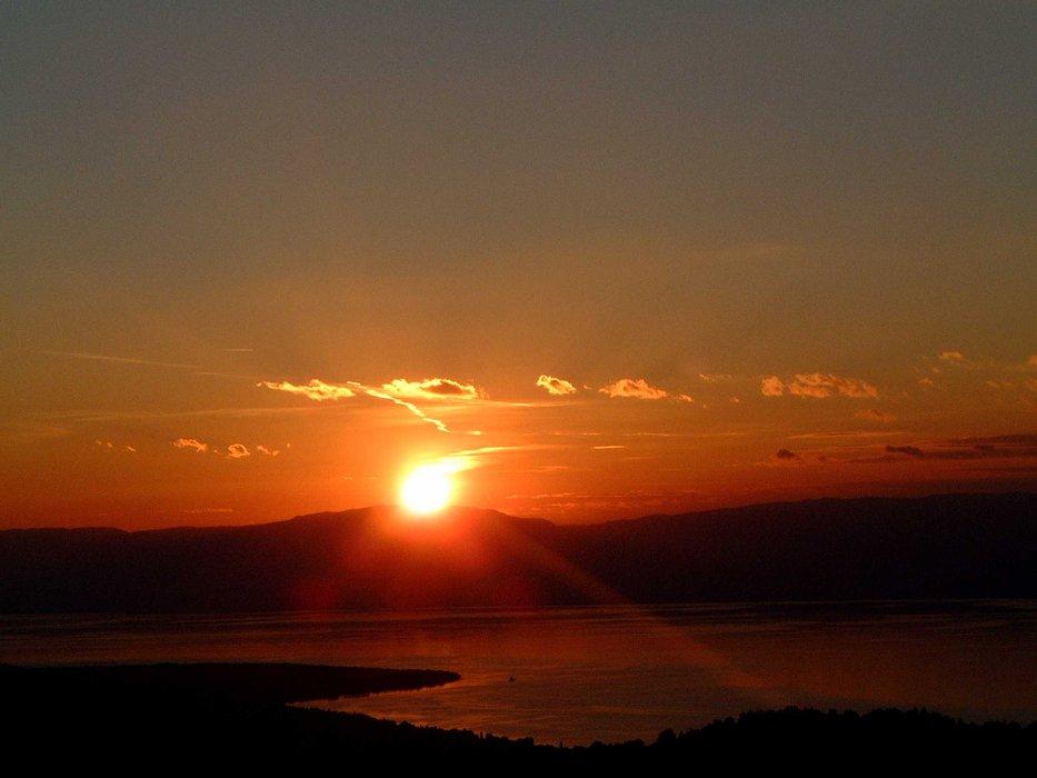 Thollon sunset Lake Geneva - ©John | Squires @ Skiinfo Lounge
