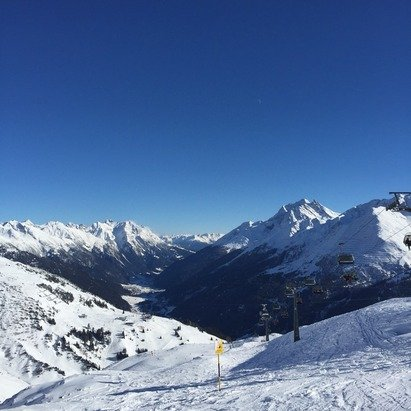 Beautiful blue bird day. Lots of off piste powder. More snow coming tonight