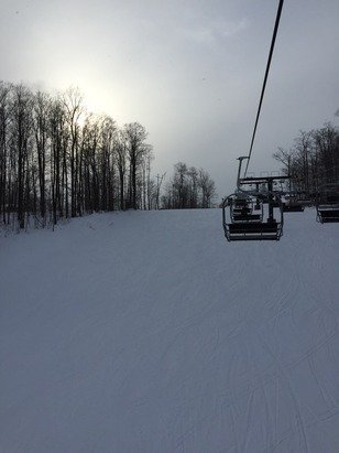 Great day here. Fresh powder. Not many people here.