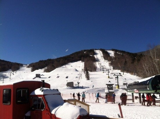 A fresh 4 to 6, blue sky, cold temps, and free skiing because the Pat's won... All is right in the universe now!!!