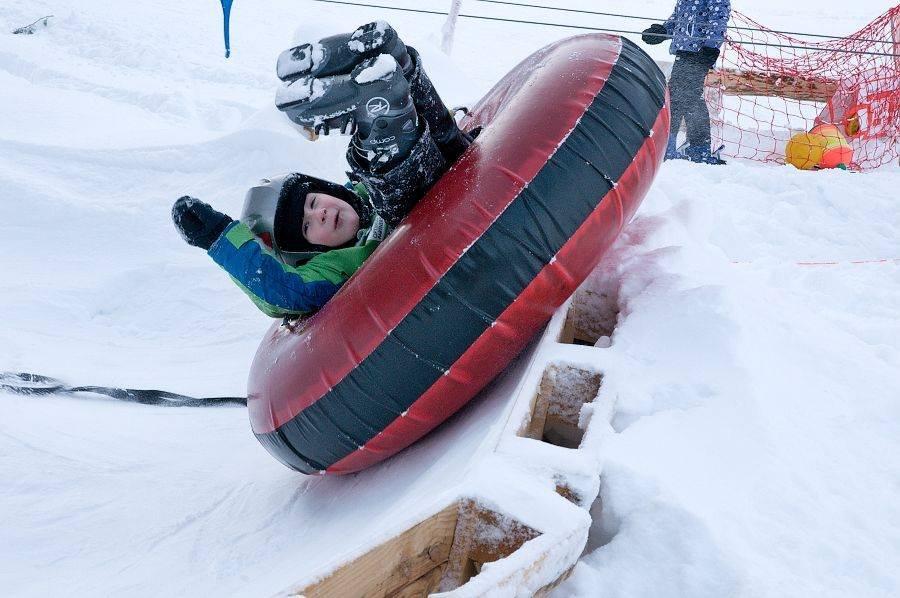 Child enjoys snowtubing - ©Facebook Opalisko