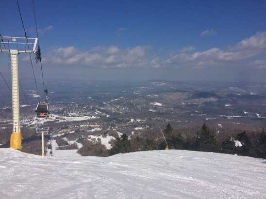 Stratton Mountain - Amazing conditions today.. Snow was like slicing through butter. Even with the gondola down to wind no wait on any lifts... Had my own chair a few times! Very sunny and perfect spring conditions - ©Dans iphone