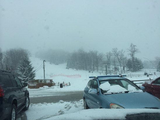 Roundtop Mountain Resort - There was at least 2 inches down at open and 4 buy 1:30 when left And Was still comin down. Trails had fresh snow on top of brown ice.  - ©shreddster