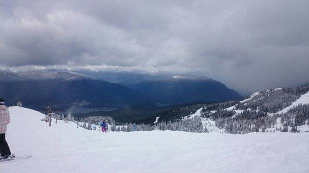 Whistler Blackcomb - Im Tal kein Schnee mehr, aber trotzdem sind die Pisten oben noch wunderbar.  - ©Georg