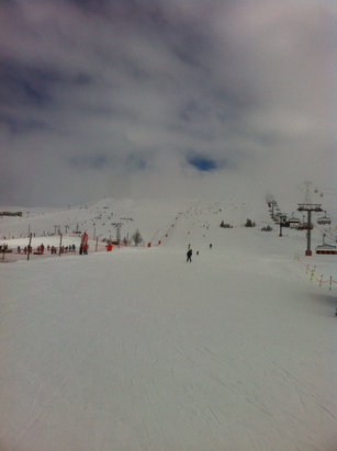 Alpe d'Huez - Clear sky and good snow in the morning but visibility poor in the afternoon and snow getting slushy in places.