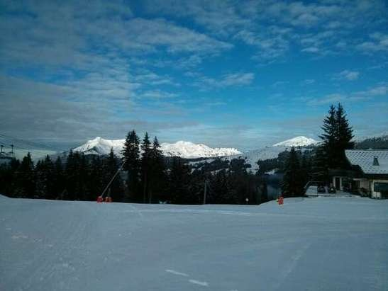 Les Gets - Last week of season, wonderful skiing for this time of year. still powder, though even more so in Avoriaz.  pistes still skiable to town in Les Gets - ©Chalet Uxello