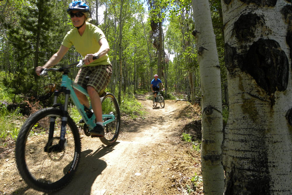 Mountain bikers at Granby Bike Winter Park Sol Vista. Photo by Sherri Harkin  (sharkinphoto.com).