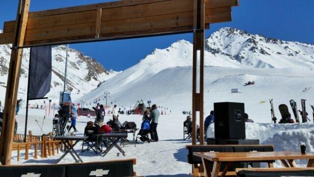 Las Lenas - Entre 15 y 20 grados Celsius en la base. Mucha nieve y sol - ©Seba