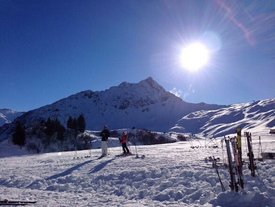 Les Contamines Montjoie - good weather; surprisingly good snow; 22 € for a full day  - ©mkno