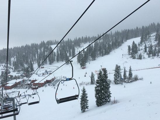 Mount Shasta Board & Ski Park - Good riding with decent snow - ©Z04