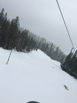 Ski China Peak - Beautiful day up here at peak! Snow coming down for fresh coverage. Park got some new features  - ©Noda