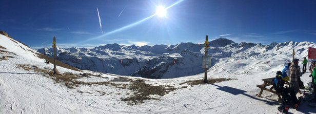 Tignes - Good day's skiing -some ice  In the morning but most runs are open .skied over from Tignes 2100 to Val d'isere -some really lovely conditions  - ©tina bloch's ipad