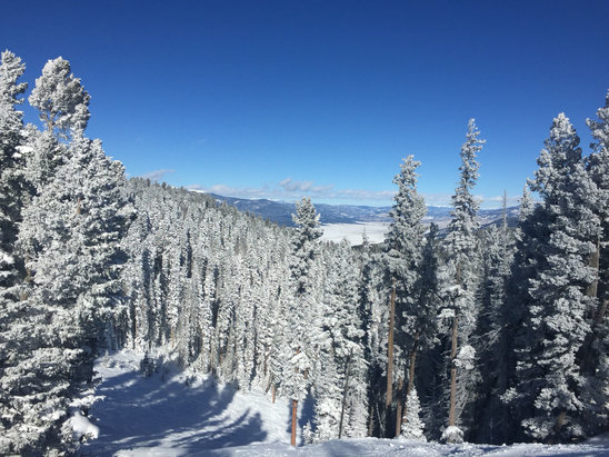Angel Fire Resort - Bluebird day at AF. Lines getting long but nothing out of the ordinary for the holiday.  - ©Matt