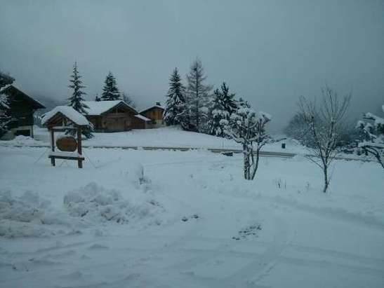 Les Gets - Continual snow, heavy powder, low visibility on slopes, machinery working hard to bash pistes. good for good skiers, tricky for beginners - ©Chalet Uxello