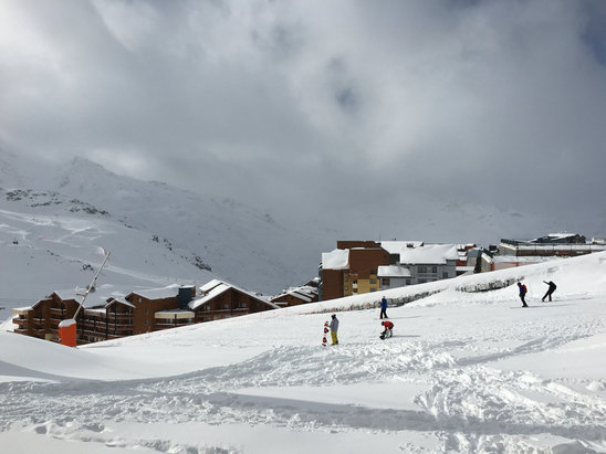 Val Thorens - Powder!!! Too bad a number of higher sloped where closed because of the risk of avalanche and that they needed to prepare them - ©Pablo's iPhone