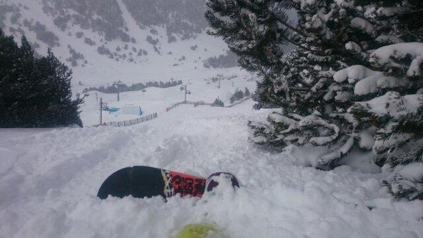 Grandvalira - magnifique amazing, snow snow snow,  quelques endroits pas encore recouvert d'une épaisse poudreuse mais bon avec 300km de piste ya vraiment de quoi s'éclater ;)  - ©menine75