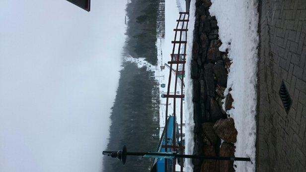 Revelstoke Mountain Resort - Regen unten oben Schnee Sicht nicht so gut    - ©nobi.j.z