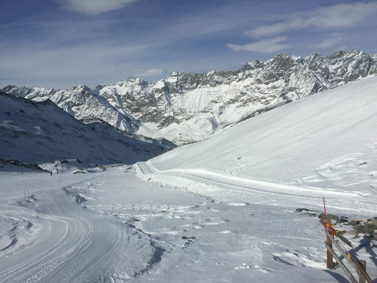 Cervinia - Breuil - Great days boarding, beautiful sunshine and lovely red runs!  - ©Nick's iPhone
