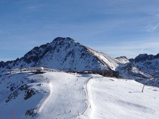 Grandvalira - Domaine très sympa mais de nombreuses pistes fermées. Il manque pas mal de neige malgré les canons sur les pistes ouvertes et la neige artificielles est assez dure par endroit.  - ©iPhone