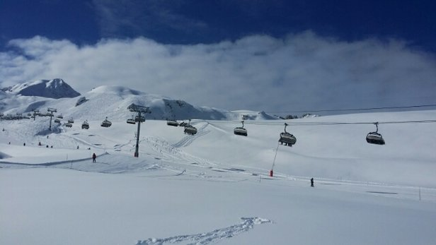 Peisey Vallandry - Nice snow base, lots of opportunities for off piste powder still - ©micmjs