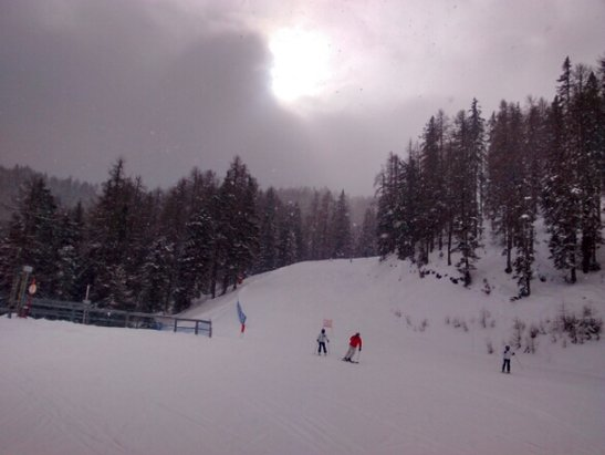 Cortina d'Ampezzo - snowing all morning sun trying to come out now. fantastic powder - ©l.barth119