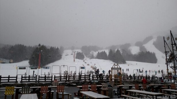 Hunter Mountain - snows coming down. get here before it rains - ©ruinr