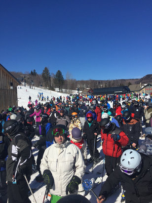 Mount Snow - Blue bird lift PACKED!!! - ©snow Nav