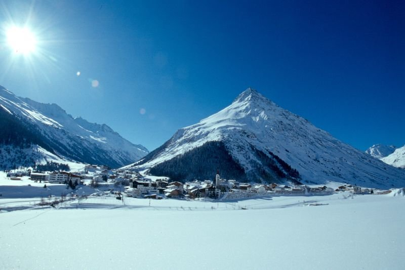 The snowy town of Galtuer
