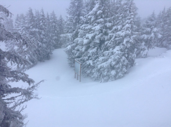 Timberline Lodge - Epic powder!!! - ©Dylan's iPod touch
