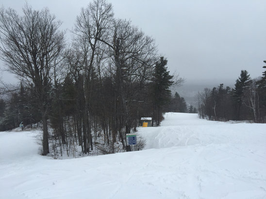 Calabogie Peaks - Great snow this morning but now freezing drizzle and can't see with goggles on.  Still really nice snow this afternoon. About 3