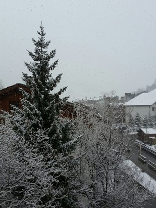 Val d'Isère - overcast so no boarding today but has been snowing for the last 3 hours so should be good powder - ©buzzbrett