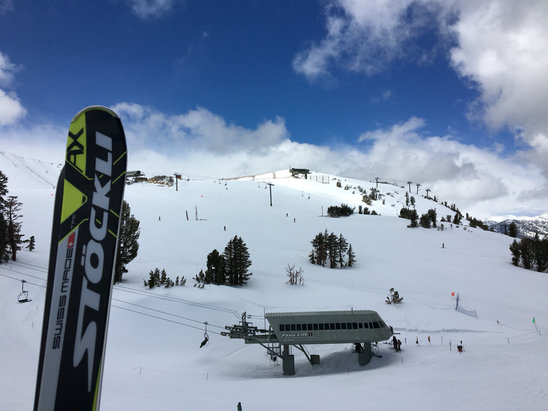 Mammoth Mountain Ski Area - Great conditions : ) A little choppy here and there, but on the whole amazing for this time of year. And there are some incredible jumps built for a big park expo/film thing happening through the weekend.  - ©Philip Asquith's iPhone