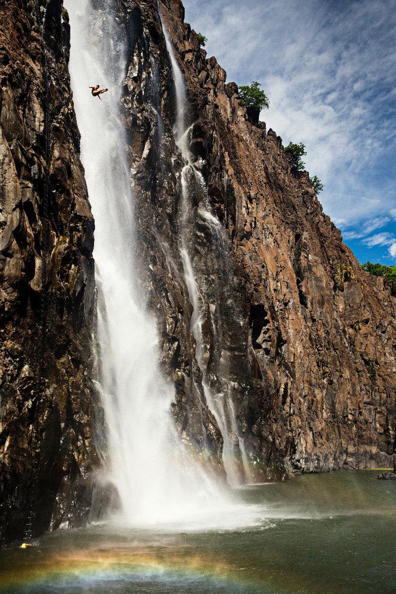 Wilder Sprung von Jonathan Paredes (MEX) an den Victoria Falls - ©Red Bull Illume | Samo Vidic