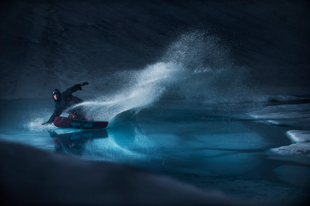 Mons Rá slided am Folgafonna Gletscher in Norwegen - ©Red Bull Illume | Emil Sollie
